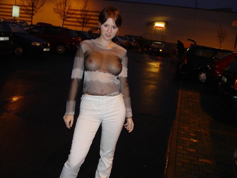 Рыжая девушка показывает себя голой 3 фото