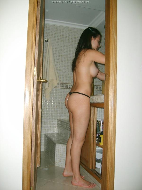 Сисястая домохозяйка дрочит бритую писю 14 фото
