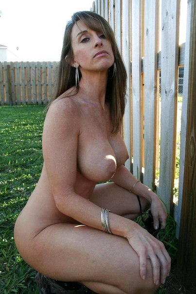 Домашние снимки женщин с большими задницами 4 фото