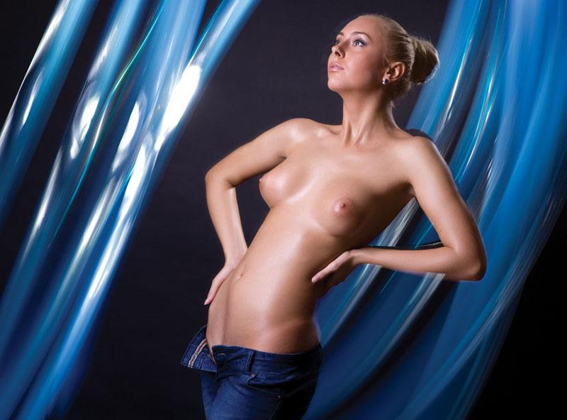 Красивая блондинка с большими сиськами в жизни и в студии 12 фото