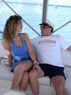 Секс с привлекательной озорной девушкой на яхте