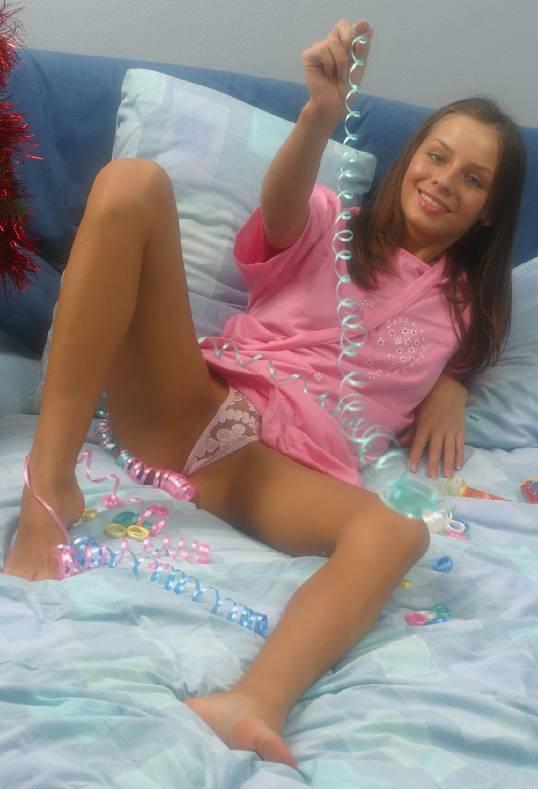 Голая подруга играет со своей вагиной 17 фото