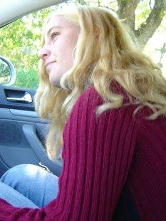 Пикапер трахается в машине с грудастой блондинкой