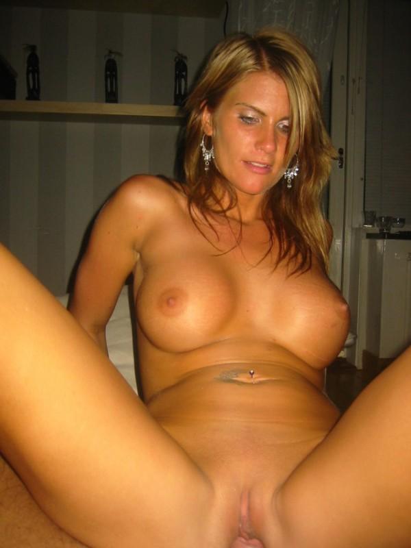 Девушка с большой грудью загорает топлесс трахается с хахалем 11 фото