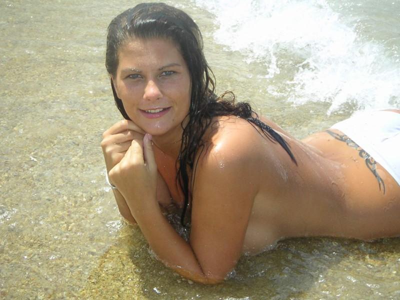 Девушка с большой грудью загорает топлесс трахается с хахалем 3 фото