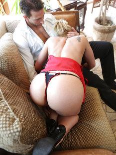 Сосед дерет в задницу скучающую домохозяйку