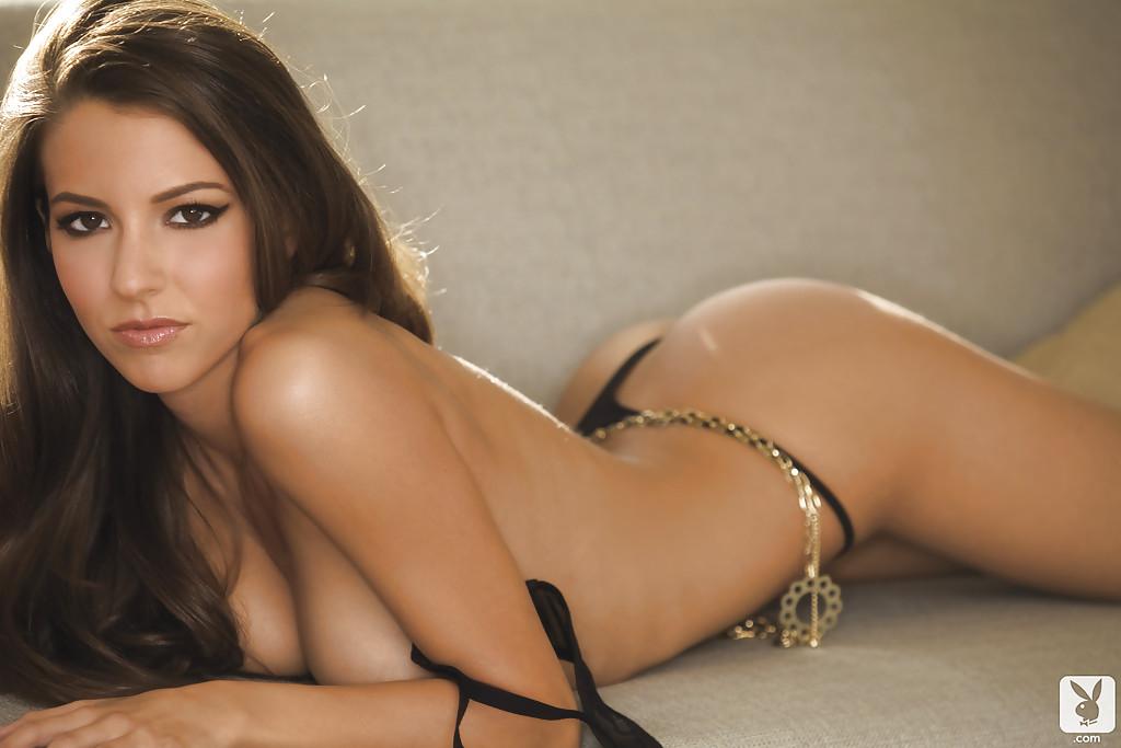 Модель с большими сиськами позирует в сексуальном белье 16 фото