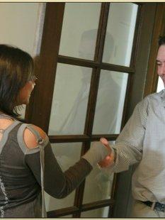 Молодая соседка соблазнила женатика пока его супруги не было дома