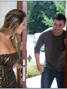 Сексуальная домохозяйка соблазнила соседа на кожаном диване