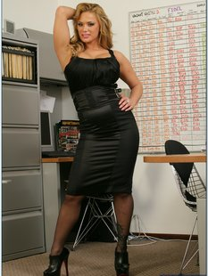Бизнеследи устроила стриптиз в кабинете