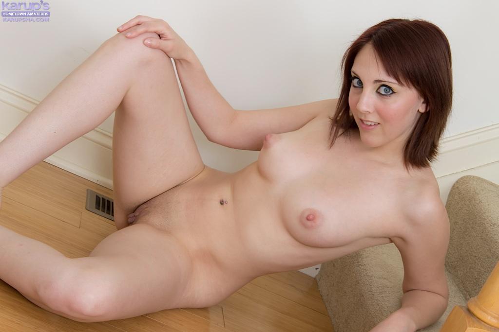 Молодая девка без одежды встала раком на лестнице 2 фото