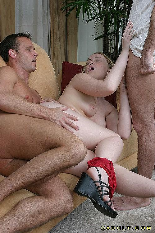 Молодая полячка занялась сексом сразу с двумя парнями 6 фото