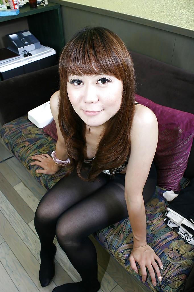 Японка Hiroko Nagatomo показывает волосатую киску в нижнем белье 5 фото
