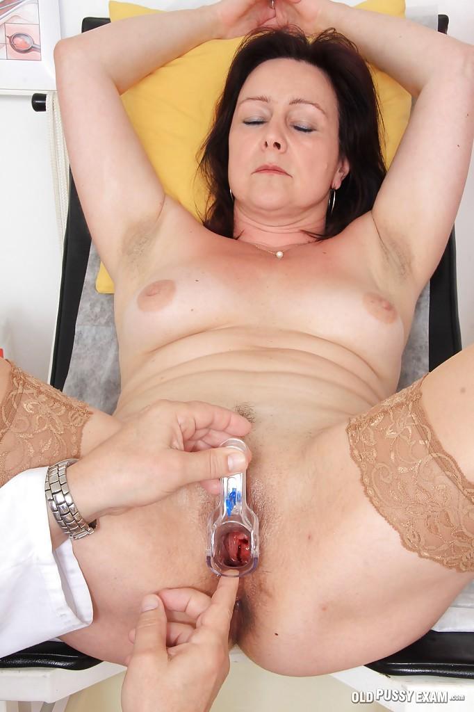 Зрелая женщина на приёме у гинеколога 6 фото
