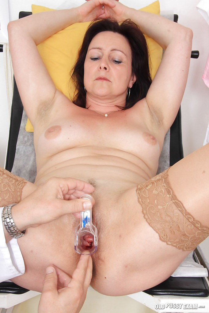 Зрелая женщина на приёме у гинеколога 7 фото