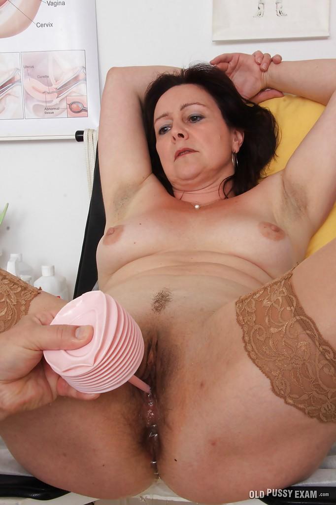 Зрелая женщина на приёме у гинеколога 13 фото