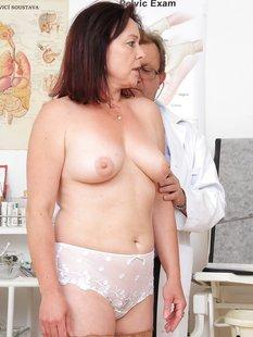 Зрелая женщина на приёме у гинеколога