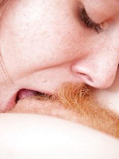 Лесбиянка подарила подружке с рыжей мохнаткой кунилингус