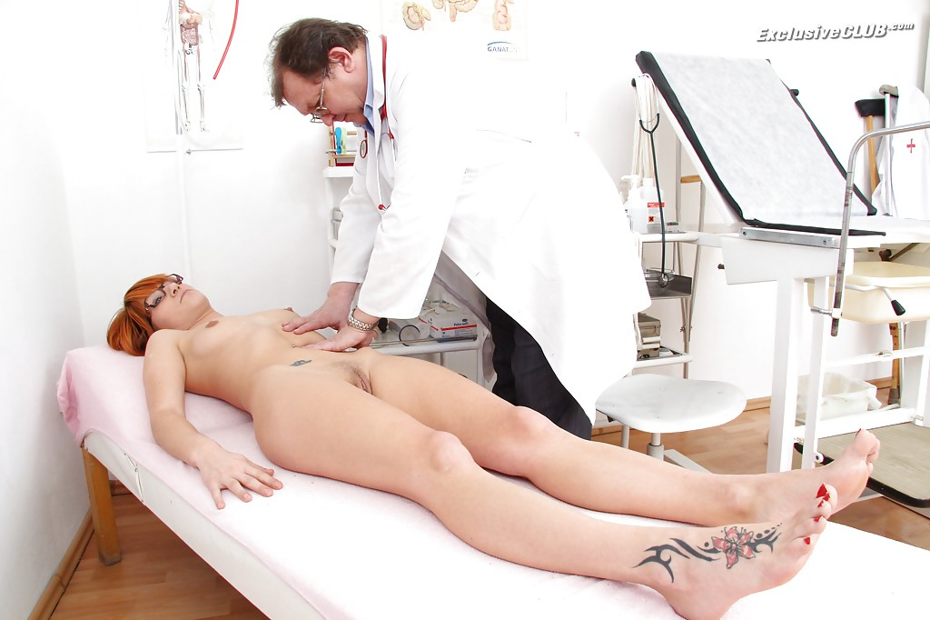 Гинеколог дрочит анус рыжей бестии 3 фото