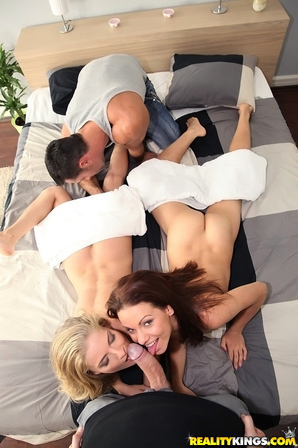 Cayenne Klein трахается со своими американскими друзьями 2 фото