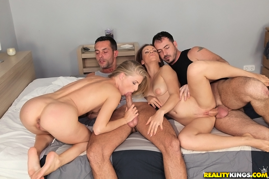 Cayenne Klein трахается со своими американскими друзьями 6 фото