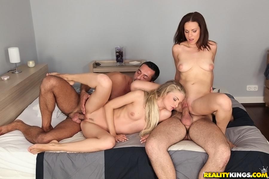 Cayenne Klein трахается со своими американскими друзьями 11 фото