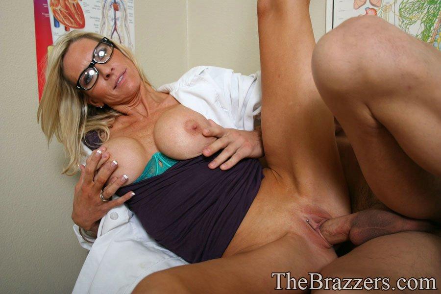 Докторша трахается раком с пациентом у себя в кабинете 14 фото