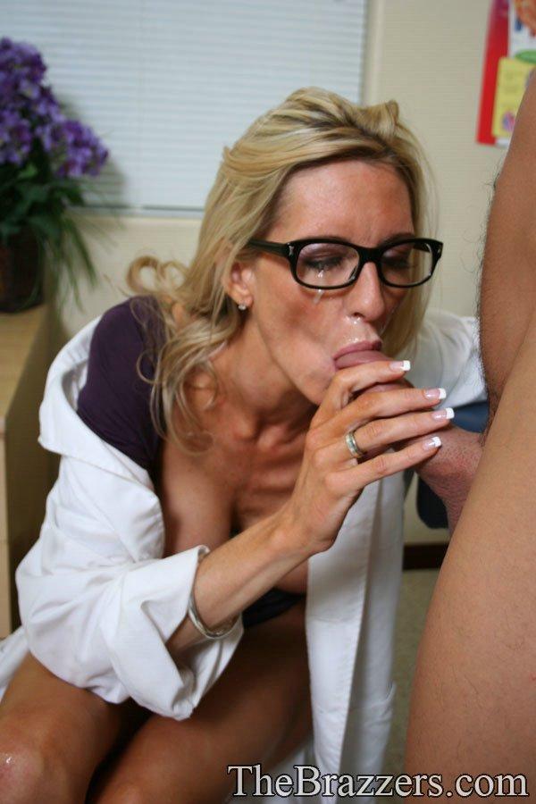 Докторша трахается раком с пациентом у себя в кабинете 15 фото