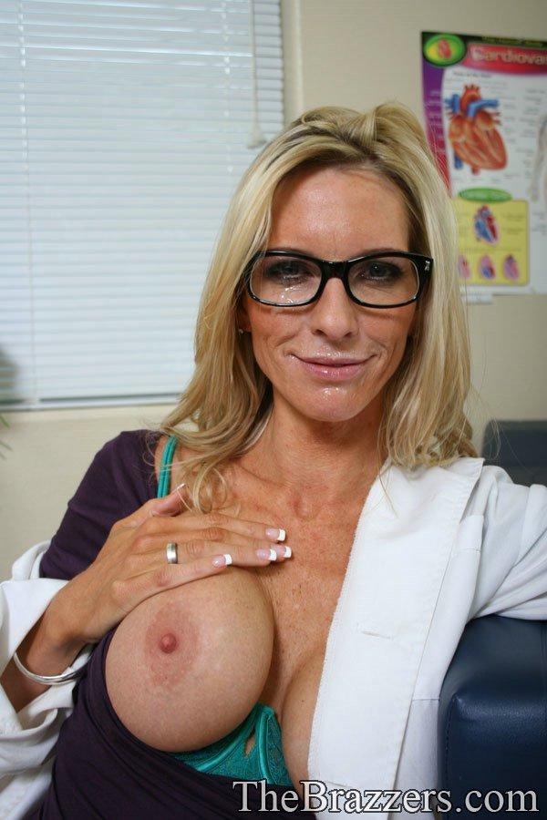 Докторша трахается раком с пациентом у себя в кабинете 16 фото