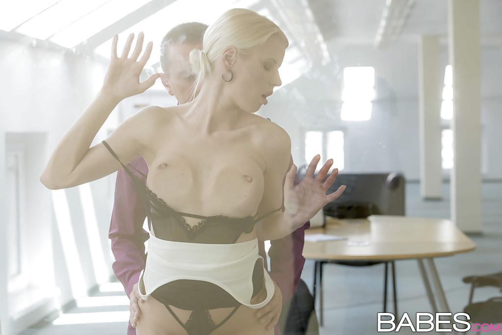 Шведская секретарша за 30 отдалась шефу в кабинете 13 фото