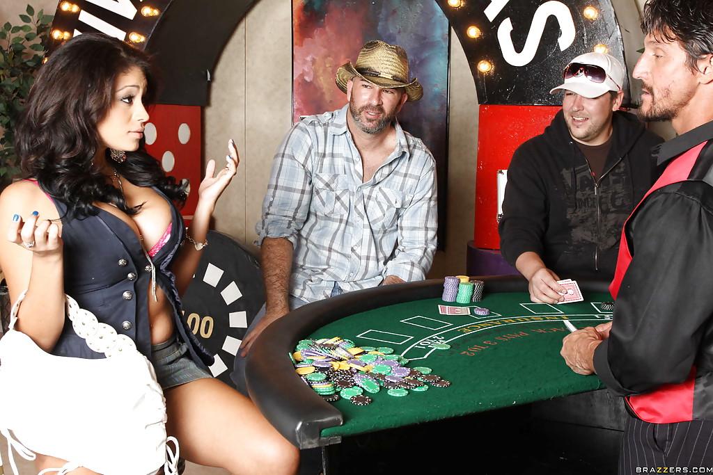 Горячая латинка в казино насаживается пиздой на член 1 фото