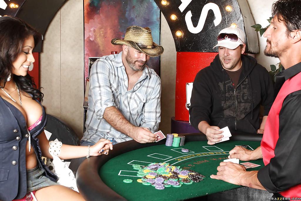 Горячая латинка в казино насаживается пиздой на член 2 фото