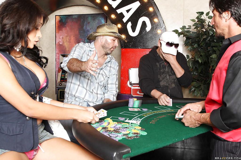 Горячая латинка в казино насаживается пиздой на член 3 фото