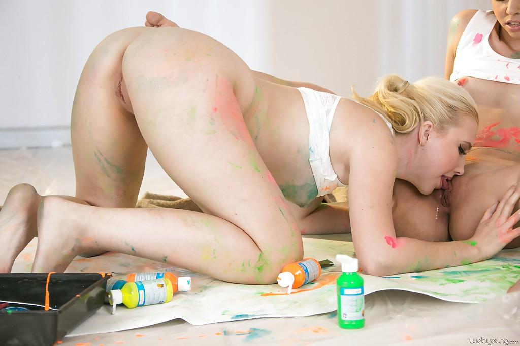 Лесбиянки делают сладкий куни на селфи 9 фото