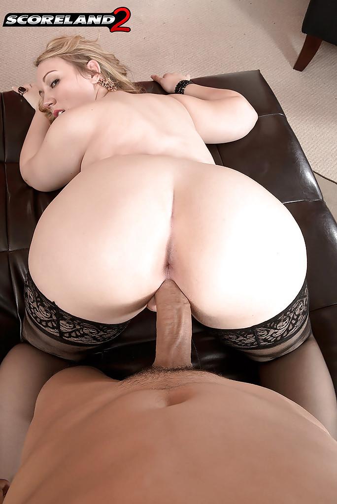 Латинос засунул толстый хер в вагину пышной американки 14 фото