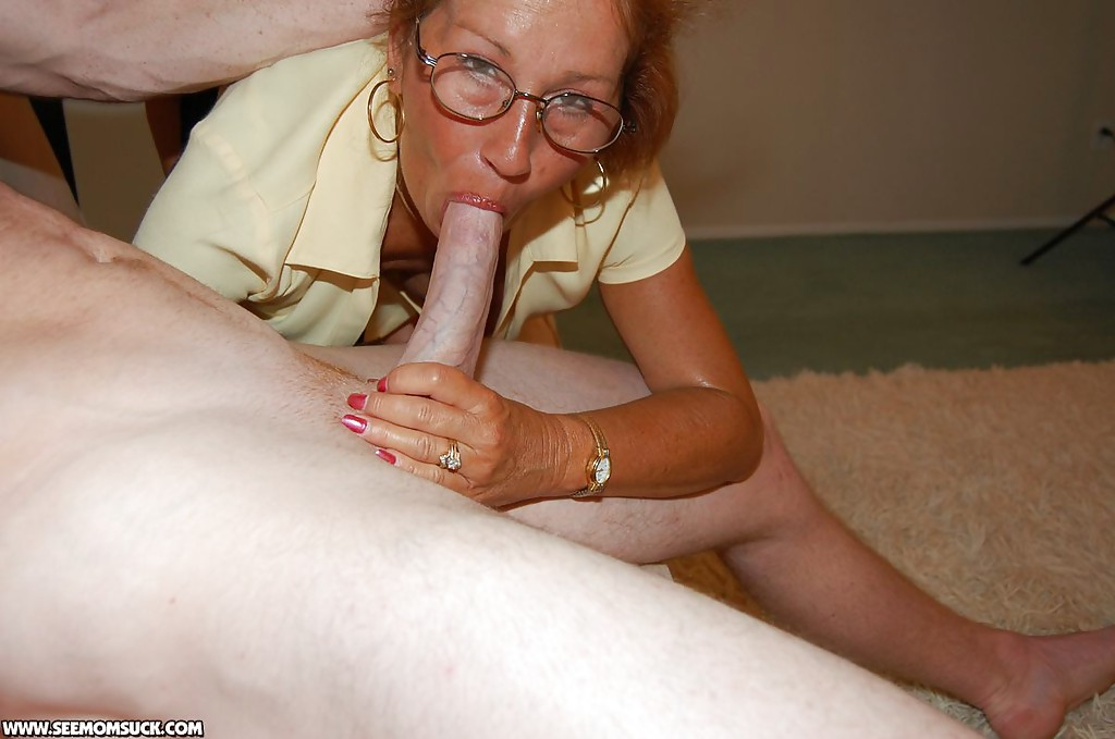 Большегрудая бабуля учит делать минет студентку 8 фото