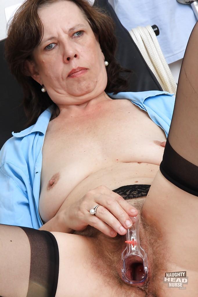 50летняя санитарка дрочит вагину в гинекологическом кресле 7 фото