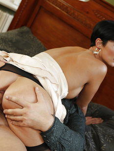 Итальянка Gabriella Gucci трахается с любовником в спальне
