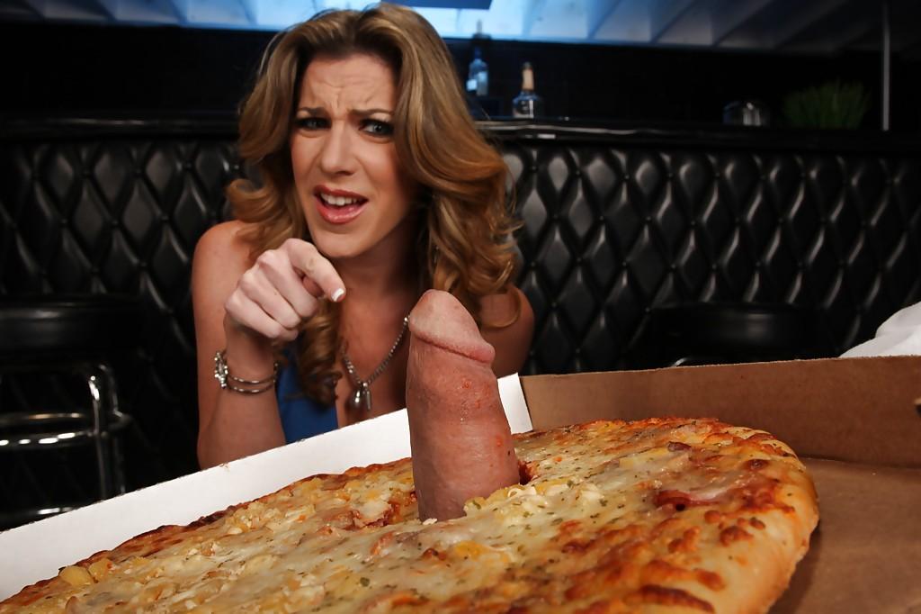 Доставщик пиццы трахает домохозяйку с силиконовыми сиськами 2 фото