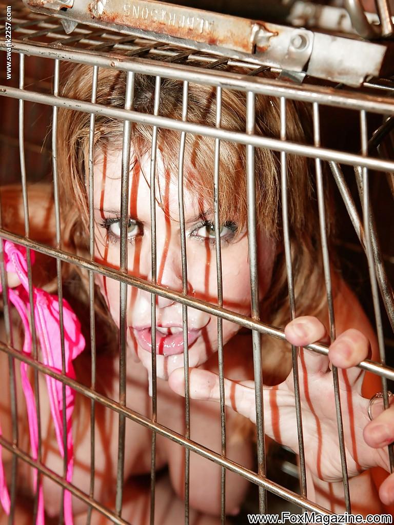 Красивой блондинке Tyla Wynn насовали в рот четыре мужика 12 фото