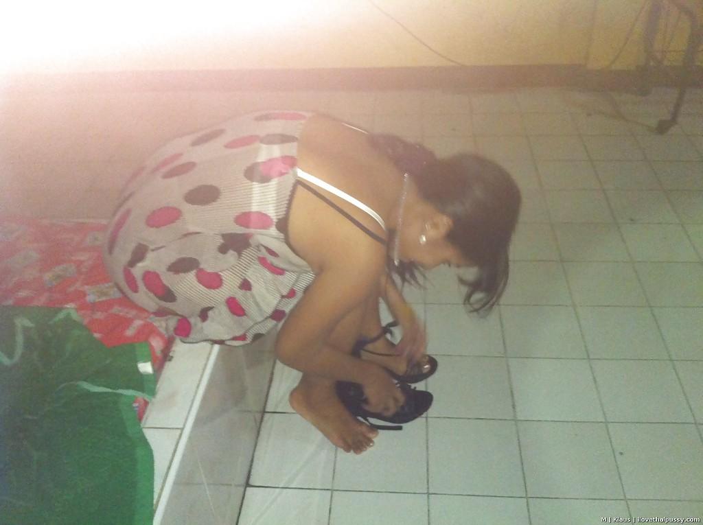 Азиатская деваха трахается в отеле с туристом и принимает сперму внутрь 3 фото