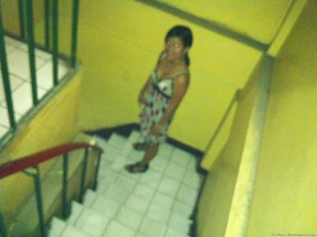 Азиатская деваха трахается в отеле с туристом и принимает сперму внутрь 8 фото