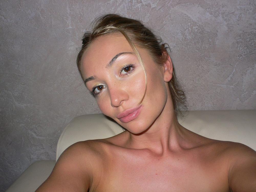 Стройная блондинка выложила в инстаграм домашнее НЮ 14 фото
