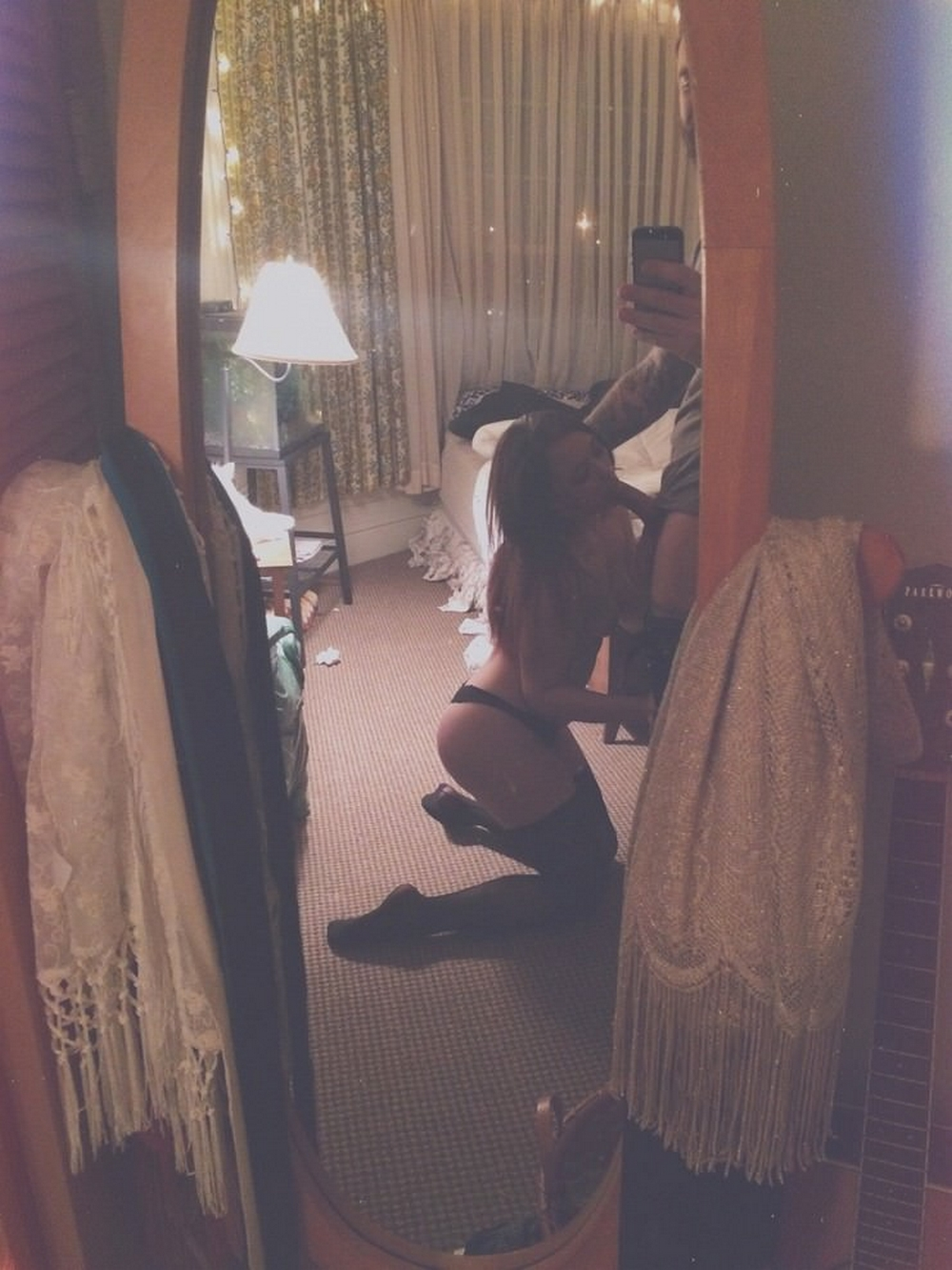 Подборка сосущих красоток в зеркалах 6 фото