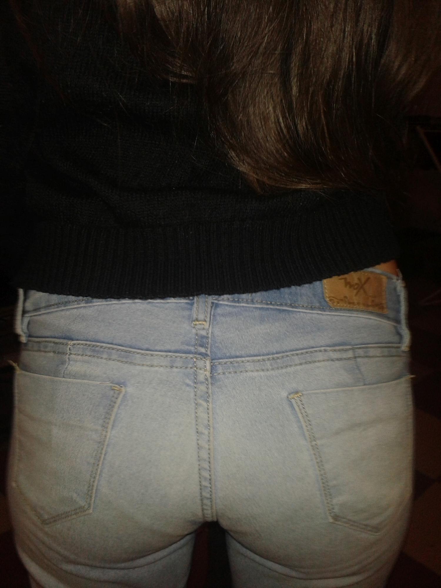 19-летняя брюнетка обнажается в домашних условиях 12 фото