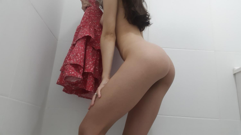 19 летняя телка выложила в сеть домашнее НЮ 12 фото