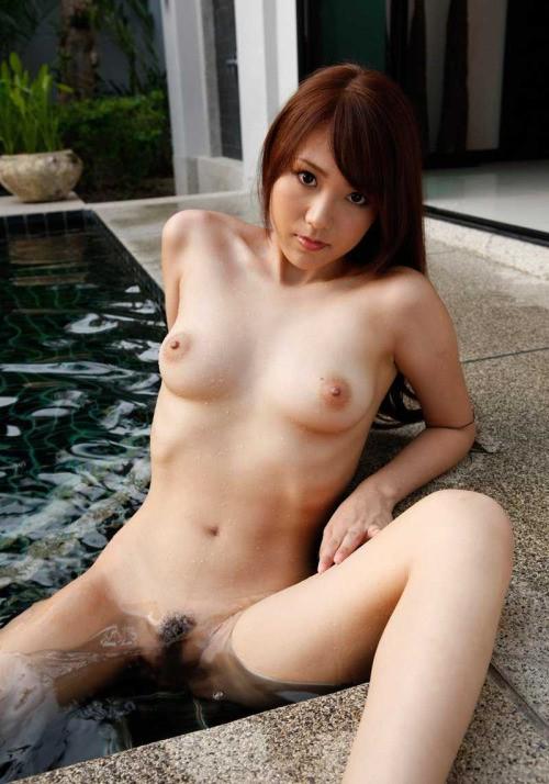 Японские пошлячки с небритыми кисками дома голышом 5 фото