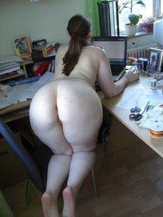 Дамочки с крупными задницами выложили в твиттер домашнее НЮ