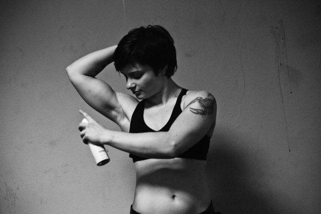 Подборка винтажных снимков борющихся женщин 16 фото