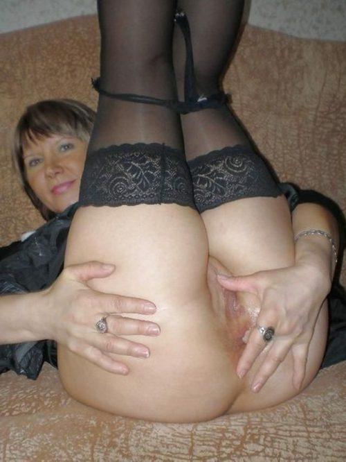 35 летние дамочки с сиськами находятся голышом дома 2 фото